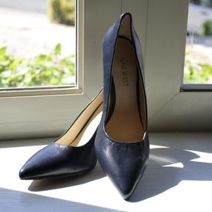 Nine West Navy Leather Flax Pumps